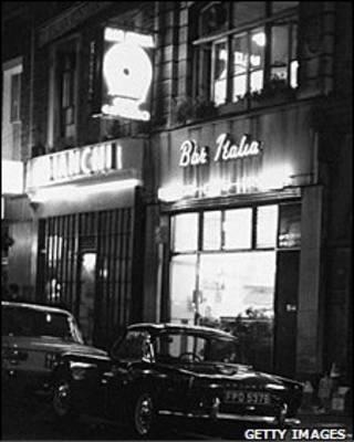 1966年的Bar Italia咖啡馆