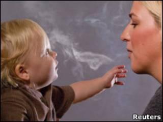 مادر سیگاری