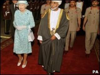 الملكة إليزابيث والسلطان قابوس
