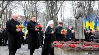 Президент Янукович вшанував пам'ять жертв Голодомору