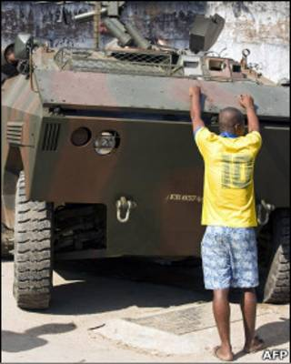Polícia se prepara para invadir o Complexo do Alemão. Foto: AFP