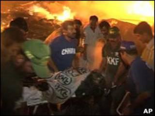 kecelakaan pesawat di karachi
