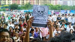 廣州民眾聚集抗議「推普廢粵」(中新社圖片25/7/2010)