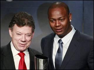 Juan Manuel Santos e Edgar Renteria (direita)