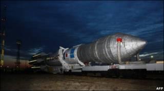 صاروخ روسي عليه ثلاثة اقمار صناعية