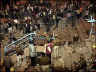 На месте взрыва у индуистского храма в Варанаси