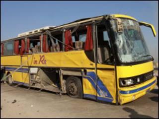 الباص الذي يقل الزوار الايرانيين