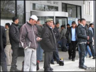 Таджикские разнорабочие в ожидании работы
