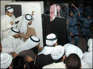 جانب من الاحداث التي غطتها قناة الجزيرة