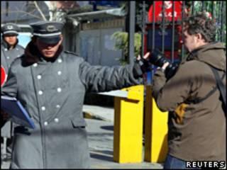 中国在刘晓波妻子住所外驻守