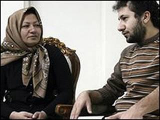 صورة نشرها برس تي في يوم 9 ديسمبر لاشتياني وابنها في منزلها