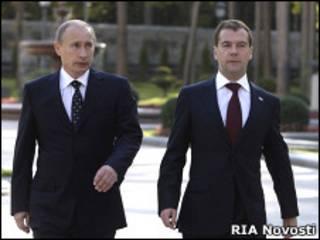 Премьер-министр России Владимир Путин и президент Дмитрий Медведев