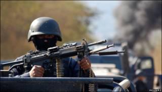 Soldado mexicano en Michoacán