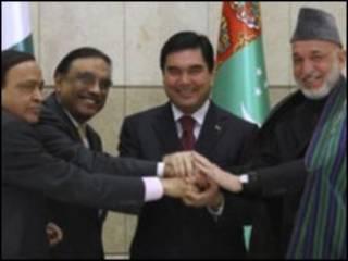مقامات چهار کشور پس از امضای توافقنامه انتقال گاز