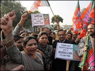 Индийцы протестуют против досмотра посла Индии в США