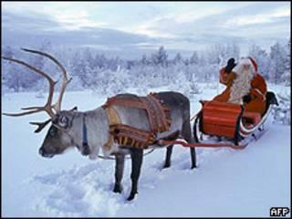 Santa Claus montado en su trineo