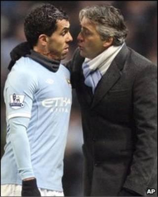特维斯与曼城教练曼奇尼