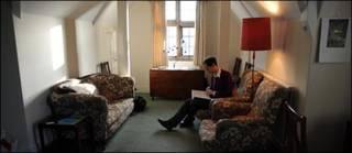 Toby Ord en su apartamento de Oxford