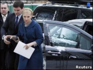 Юлия Тимошенко с охранниками