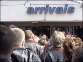 В Великобританию прибывают мигранты