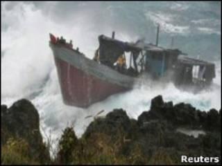 Разбившаяся лодка