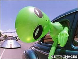 Dibujo de un extraterrestre como en el cine  o la TV.
