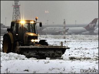 Máquina limpa neve do aeroporto de Heathrow