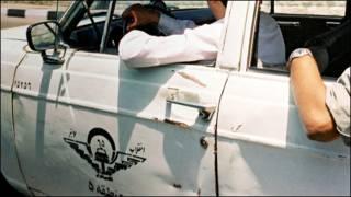 عکس یک تاکسی پیکان در ایران