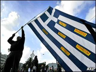 Демонстрант в Афинах
