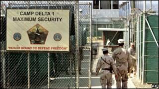 اكد البيت الابيض ان ادارة الرئيس اوباما تبقى ملتزمة باغلاق سجن غوانتانامو