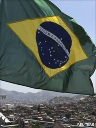Bandeira do Brasil no Complexo do Alemão, Rio de Janeiro (arquivo)