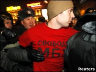 Задержание оппозиционера на Триумфальной площади
