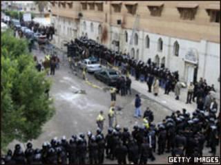 استقرار پلیس در خارج کلیسای القدیسین