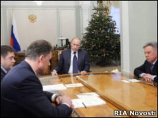 Владимир Путин проводит совещание по энергоснабжению Московской области 1 января 2011 г.