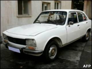 Peugeot-504 1977 года выпуска, принадлежавший Махмуду Ахмадинежаду