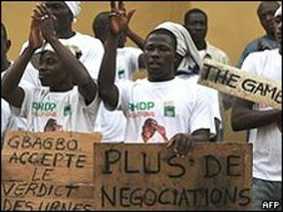 Partidários de Outtara fazem protesto em Abidjan