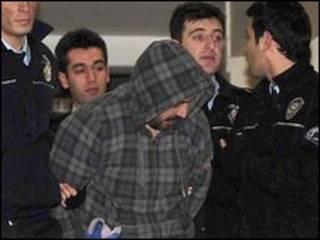 गिरफ़्तार व्यक्ति