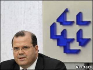 Alexandre Tombini, presidente do BC, anuncia as medidas cambiais