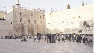يصف اليهود الحائط بحائط المبكى