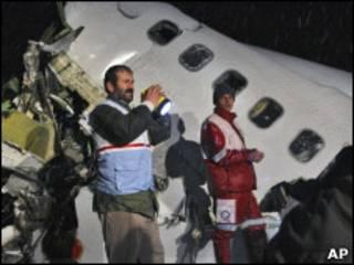 لاشه هواپیمای حادثه دیده در اطراف ارومیه - عکس از خبرگزاری AP