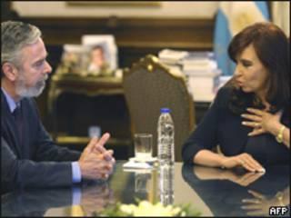 Patriota se encontrou com Cristina Kirchner durante visita a Buenos Aires (Foto: AFP)