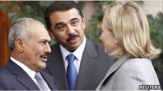 وزيرة الخارجية الأمريكية هيلاري كلينتون مع الرئيس اليمني علي عبدالله صالح
