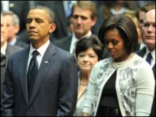 Shugaba Obama da matarsa Michelle a yayin adduo'i