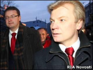 Белорусские оппозиционеры Алесь Михалевич и Виталий Рымашевский