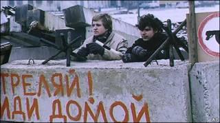 Баррикады у здания парламента в Вильнюсе, январь 1991 года