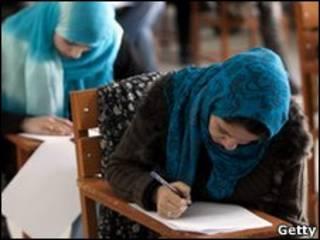 Nữ sinh viên tại Đại học Kabul, 2010