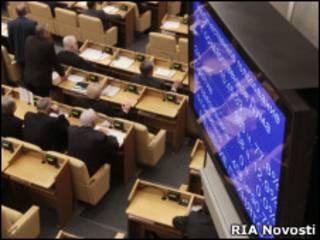 Электронное табло в зале заседаний Госдумы