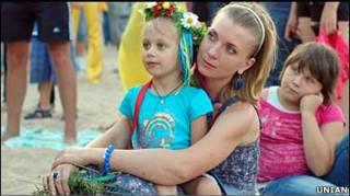 Жінка з дитиною, фото УНІАН