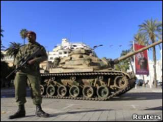 Танки на улицах Туниса