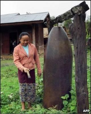 Vỏ bom tại Lào